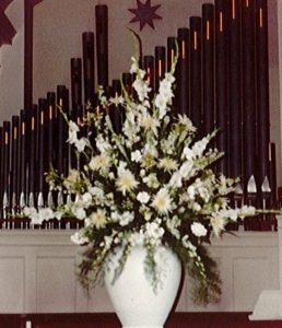 Fresh White Floral Arrangement at the North Shore Presbyterian Church